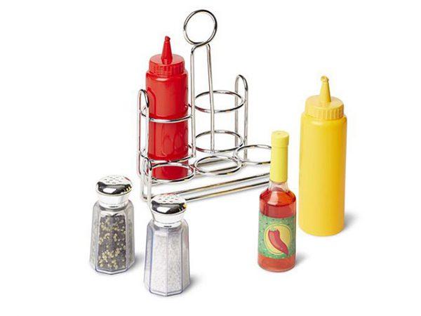 Sal, pimienta, ketchup con apariencia real