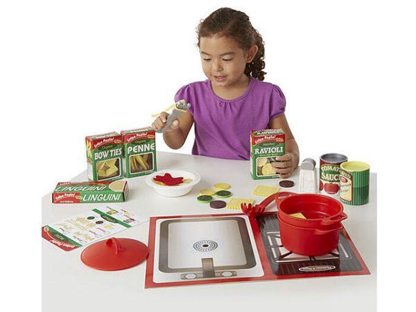 Set de pasta y utensilios de cocina