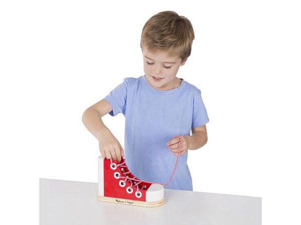 Juguete para aprender a atar los zapatos